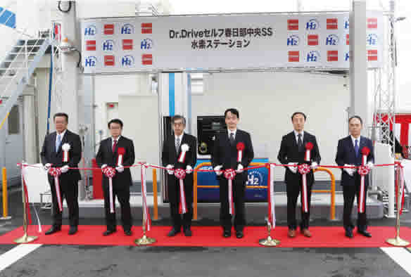 Opening ceremony for commercial hydrogen fueling station (At far right: Shinko Engineering & Maintenance President Takahiko Sato)