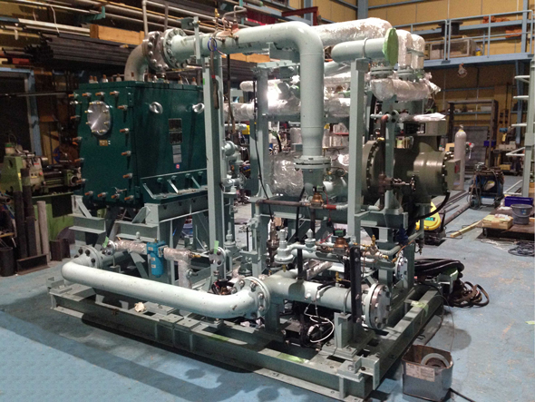 Kobe Steel's new binary cycle power generation system before mounting